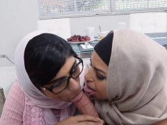Arab Stepmom And Teen Daughter Suck BFs Huge Cock Together