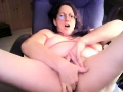 My big naturals and untrimemd pussy live on webcam