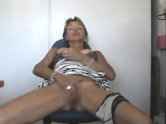 Amateur mature woman fucked in her pantyhose