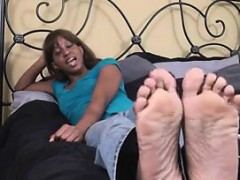 Amateur Ebony Chick Teasing Her Feet