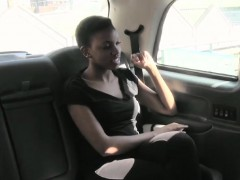 Short hair amateur Ebony fucked by fake driver in the taxi