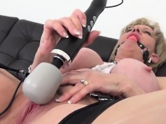 Unfaithful british mature lady sonia exposes her big boobs