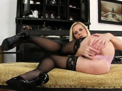 Foxy czech chick gapes her slim kitty to the peculiar
