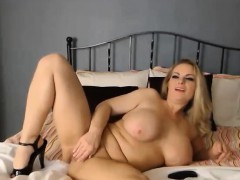 Milf with some big boobs fingering