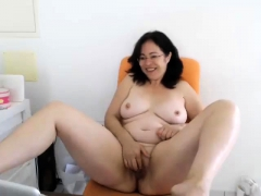 Amateur Bbw plays with pussy on webcam