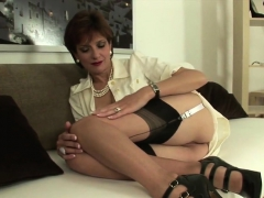 Cheating Uk Mature Lady Sonia Showcases Her Big Breasts