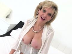 Unfaithful English Mature Lady Sonia Unveils Her Massive Boo
