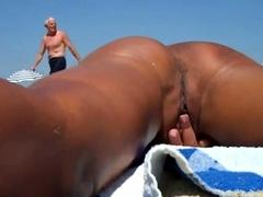 Hubby Films Wife Masturbating On Nudebeach